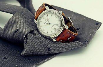 elegancki zegarek na skórzanym pasku